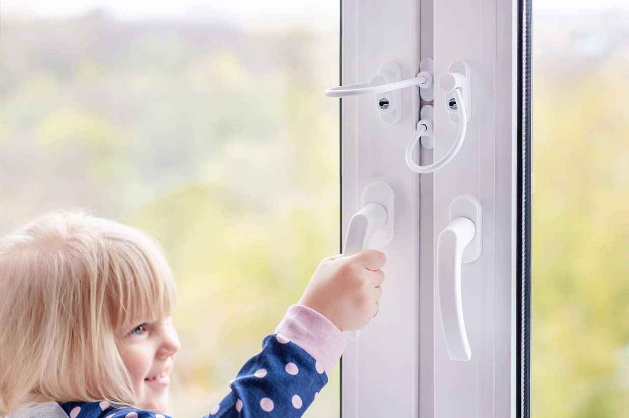 Пластиковое окно с детским замком